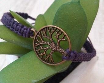 Handmade Makramee Bracelet with a bronze tree