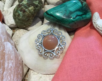 Sterling Silver .925 Fancy Round with 12mm Goldsand Sunstone Cabochon