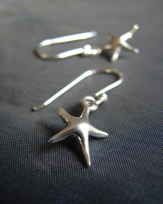 Little Starfish sterling silver earrings / starfish earrings / sea star earrings / beach wedding earrings / tiny star fish jewelry
