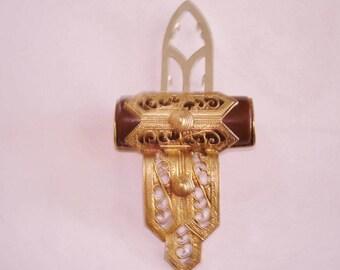 Bakelite Brown Filigree Fur or Dress Clip Brooch Gold Tone