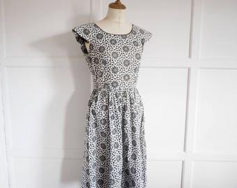 Vintage midcentury cutwork monochrome dress S M