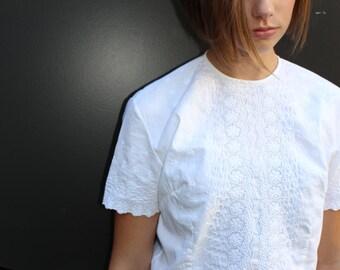Girls Eyelet Shirt // 1950s / 1960s Vintage White Cotton Eyelet Blouse // Juniors size 32