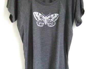 Silver Moth Womens dark heather grey flowy scoop neck  printed top longer length tee