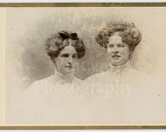 CDV Carte de Visite Photo - 2 Young Victorian Pretty Women, Big Hair Portraits - Grant of London England (Horizontal Photo) - Antique