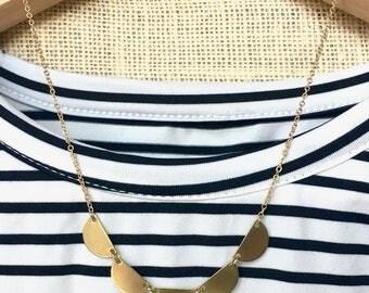 Mini-scallop 'Lola' Necklace - Golden Half Moon Semicircle Bib Collar Necklace - Boho Minimalist Trend Jewelry - Custom Length - Gift Ideas