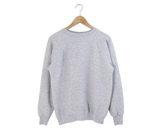 GREY RAGLAN SWEATSHIRT // minimal light gray crewneck / simple jumper / basic pullover / essentials / 70s vintage / adult / small medium