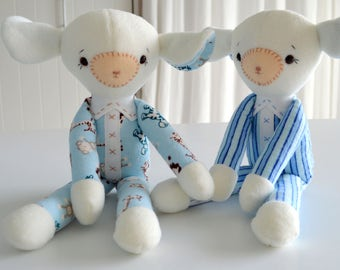 PDF sewing pattern soft toy Stuffed doll Plushie    Little   'SNUGGLY LAMB'