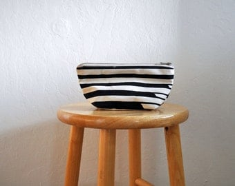 zipper bag // swell // small // handprinted // black and white