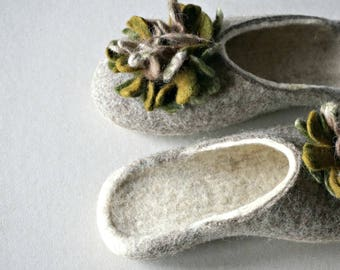 Gift for her/Felted wool slippers/House shoes/Gray and white slippers/Eco slippers/Women slippers/Mother's day gift/Warm and comfy slippers