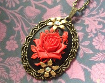 Beautiful red rose pendant necklace
