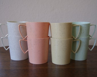 Set of 8 Vintage Speckled Pastel Picnic Cups