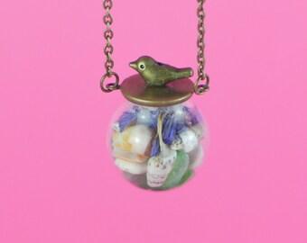 """COLLIER TERRARIUM, Globe en VERRE """"Sea Bird"""", collier fait-main en cuivre et verre, petit oiseau, verre de mer coquillages & pétales"""