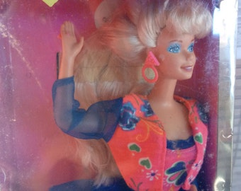 Mattel Hot Looks Barbie Doll New in box