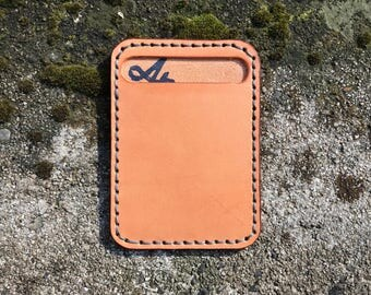 The Eric - Minimalist card holder in vegtan leather