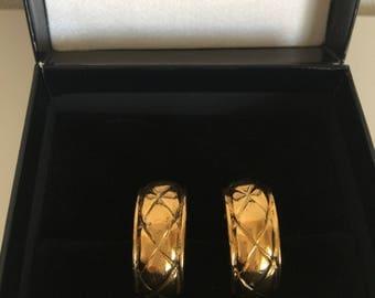 Authentic Chanel Vintage Earrings golden quilt ed