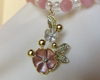 Beaded necklace with flower pendant with matching earrings