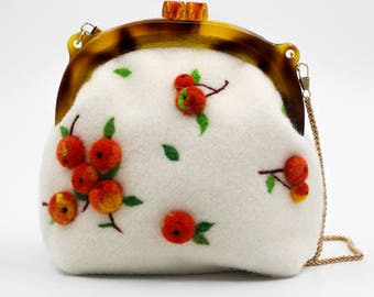 Hawthorn design woollen felt crossbody messenger bag 21x20x9cm White
