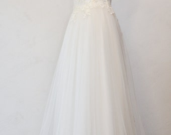 Tulle and lace wedding dress white ivory. Artisan wedding dress tailoring.