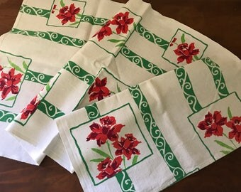 Vintage Linen~Red Daffodils~Kitchen Towel~Springtime or Summer Retro Textile~1950's Kitschy Floral Delight~EUC~Green Accents on White
