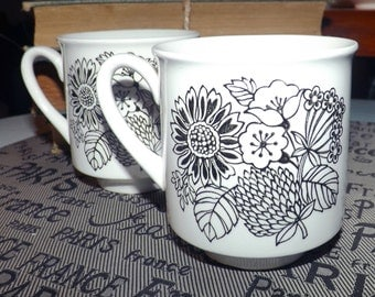 Vinage (c.1970s) and very hip, Grindley Manitou flat tea cup | mug (no saucer). Bold black-and-white flower power pattern.