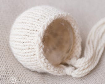 UK Seller, 6-9 months  Bonnet - Cuddly and Chunky,  Photography Prop, 6-9 month Boy, 6-9 month Girl, Hand Knitted, Handmade.