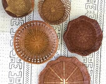 Vintage wicker rattan Set of 5 wall basket, boho wicker hanging basket, jungalow rattan wall hanging, basket gallery, basket collection,