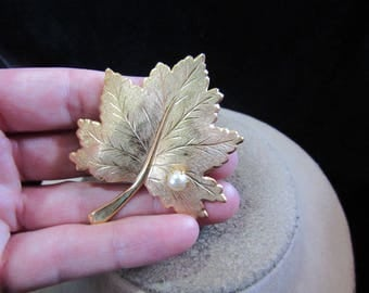 Vintage Signed Sarah Coventry Large Goldtone Faux Pearl Leaf Pin