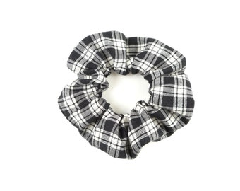 Scrunchie  100 % cotton - plaid black and white