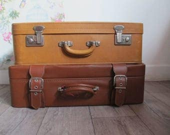 French vintage brown suitcase 1960s, vintage brown leatherette suitcase, vintage luggage, Valise camel, valise simili cuir marron