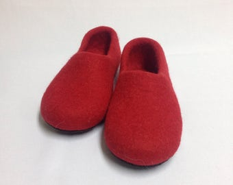Sale-22% OFF Red felted wool slippers, Woman's house shoes, Felted clogs, Handmade natural wool slippers, Christmas gift, Warming gift