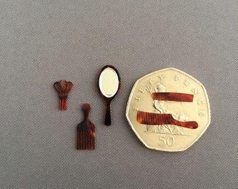 Dollshouse miniature comb set ~ five pieces