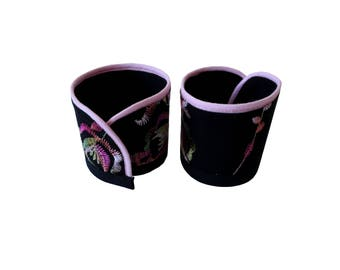 Cuff Bracelet black embroidered flowers Isan