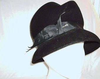 Vintage Peachbloon Velour Ladies Black cloche hat with original hat pin 1940's-1950's