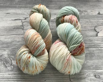 SPECKLED EGGS - handdyed yarn - light mint green with red and burnt orange speckles