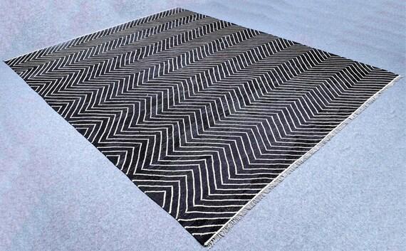 gro e schwarze und wei e teppich wei und schwarz kelim 10. Black Bedroom Furniture Sets. Home Design Ideas