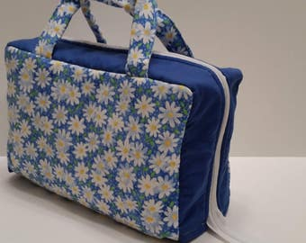 Daisy Lunch Tote Opening Into a Tray.
