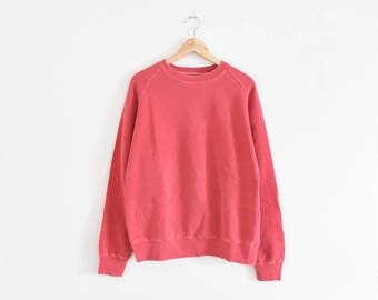 FADED STRAWBERRY SWEATSHIRT || size adult large || 90s || minimal pullover || distressed || worn || jumper || classic || red || vintage!
