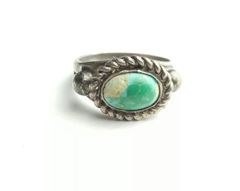 Vintage Sterling Silver and Green Turquoise Native American Ring with Braid Border- Size 3.75