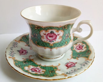 SALE Tea cups / Vintage tea cup and saucer / Tea cup royal china / Seltmann Royal China