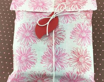 DIY Kit, Set of 10 Pink Flower Print Favor Bags 6 x 9 with Tags & Loops, DIY Favor Kit, Flower Print Paper Favor bags, Red Leaf tags