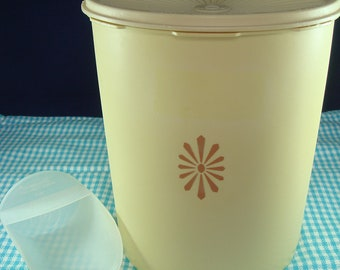 Tupperware Harvest Gold Large Storage Container + Scoop Vintage circa 1970s Press and Seal Made in Great Britain