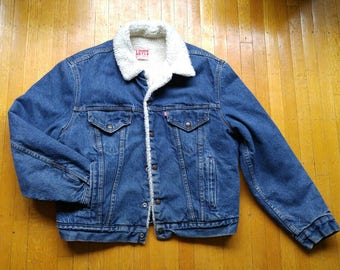 Vtg 80s Levis sherpa lined trucker jacket. Excellent condition. Light wear.
