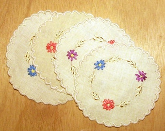1950s Hand Embroidered Doilies Vintage Daisy Floral Table Linen Place Mat Set Round
