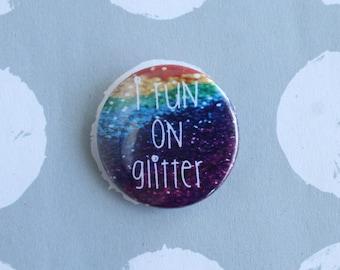 I run on glitter pin badge