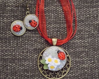 CRITTER LOVE - PolymerClay Fashion Jewelry, Nature Inspired Jewelry, Floral Pendant set