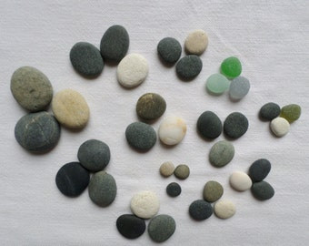 Round pebbles, polished by the sea, big and small multicoloured pebbles. Perfect lot for balloons, zen garden, aquarium or terrarium tables.
