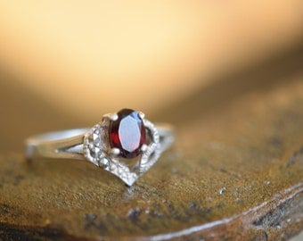 Beautiful Vintage Red Gemstone and Hematite Gem Silver 925 Ring, US Size 8.5, Used