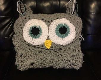 Hooded Owl Throw