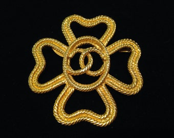 CHANEL - big pin in the shape of clover gold metal