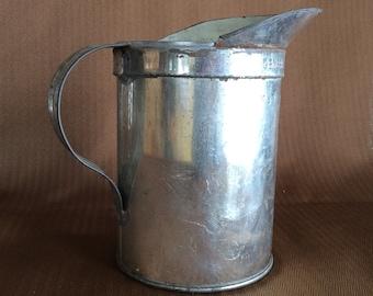 Vintage GSW mesuring tin Quart General Steel Ware jug pitcher oil pourer can